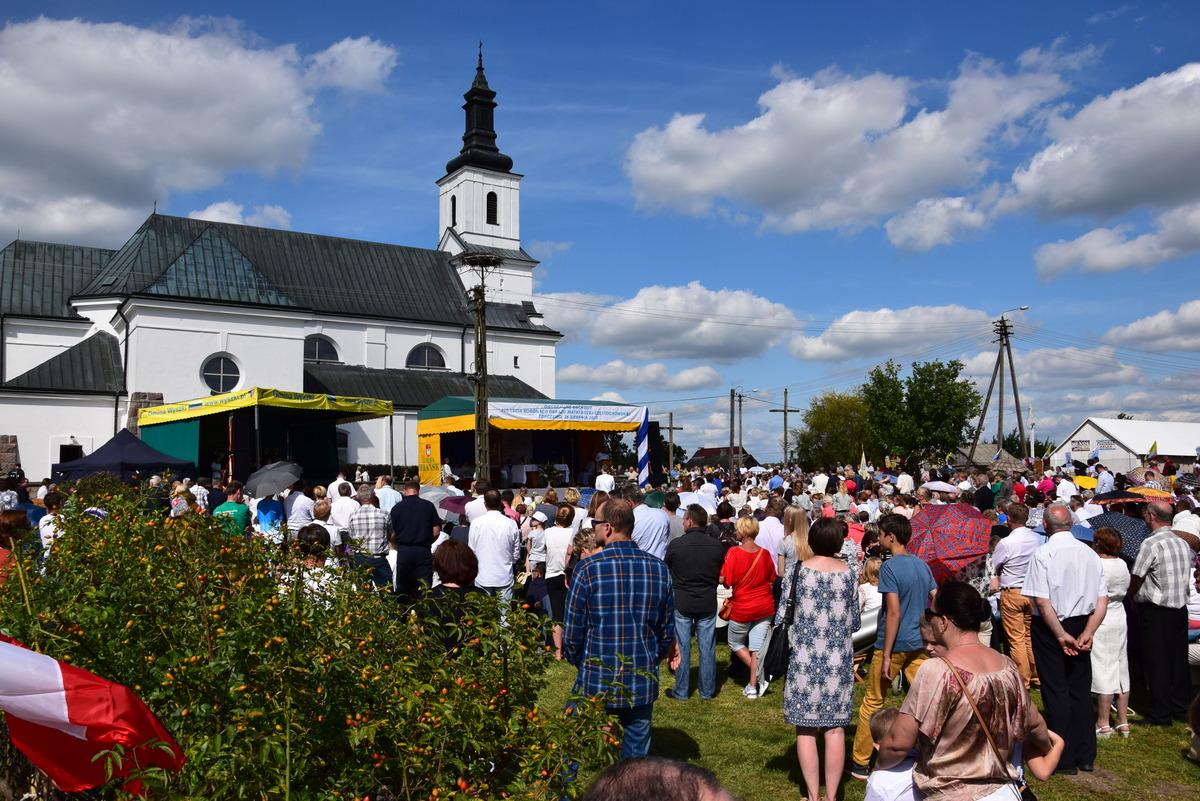 Diecezjalne uroczystości 300lecia koronacji Obrazu MB Częstochowskiej Topczewo 26.08.2017r (71)