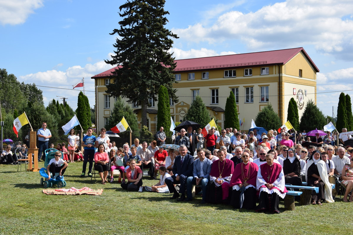 Diecezjalne uroczystości 300lecia koronacji Obrazu MB Częstochowskiej Topczewo 26.08.2017r (87)
